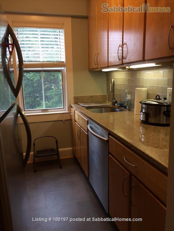2BR Cathedral Heights furnished condo with indoor parking / tree top views / easy bus ride to downtown, Georgetown, AU Home Rental in Washington, District of Columbia, United States 3