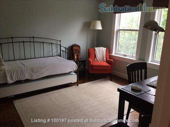 2BR Cathedral Heights furnished condo with indoor parking / tree top views / easy bus ride to downtown, Georgetown, AU Home Rental in Washington, District of Columbia, United States 6