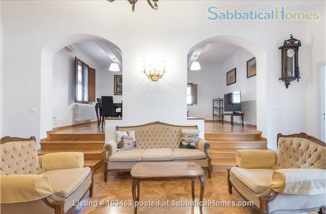 Fast WiFi, remote work (apt.3S) Deluxe 3br, 1500sqft apt  in Central Ancient Bldg w/Elevator Home Rental in Firenze, Toscana, Italy 1