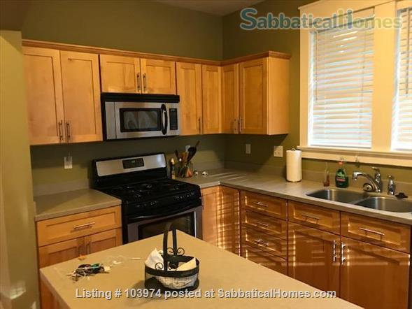 Beautiful 2 Bedroom Walk to Campus Home Rental in Bloomington, Indiana, United States 1
