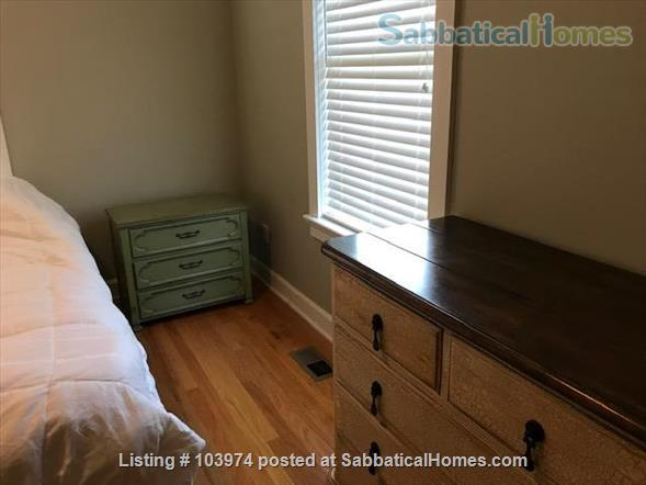 Beautiful 2 Bedroom Walk to Campus Home Rental in Bloomington, Indiana, United States 2