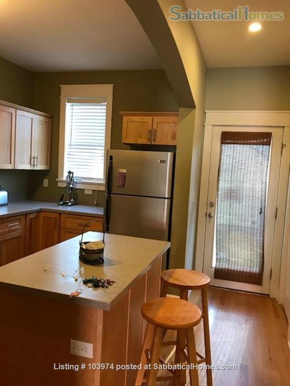 Beautiful 2 Bedroom Walk to Campus Home Rental in Bloomington, Indiana, United States 3