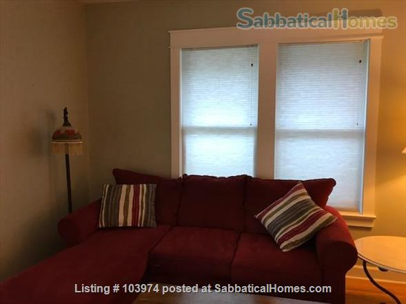 Beautiful 2 Bedroom Walk to Campus Home Rental in Bloomington, Indiana, United States 4