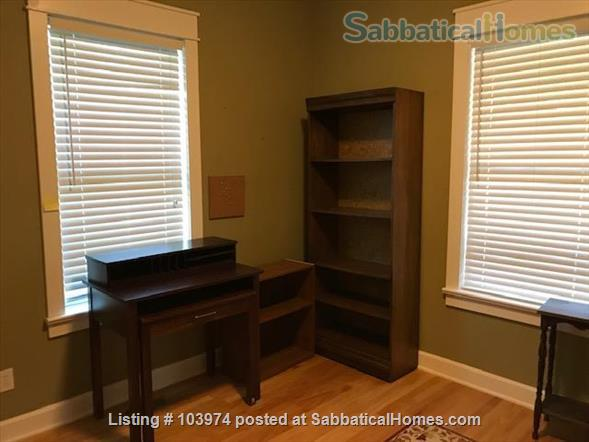 Beautiful 2 Bedroom Walk to Campus Home Rental in Bloomington, Indiana, United States 5