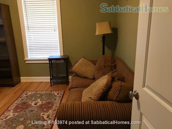 Beautiful 2 Bedroom Walk to Campus Home Rental in Bloomington, Indiana, United States 6