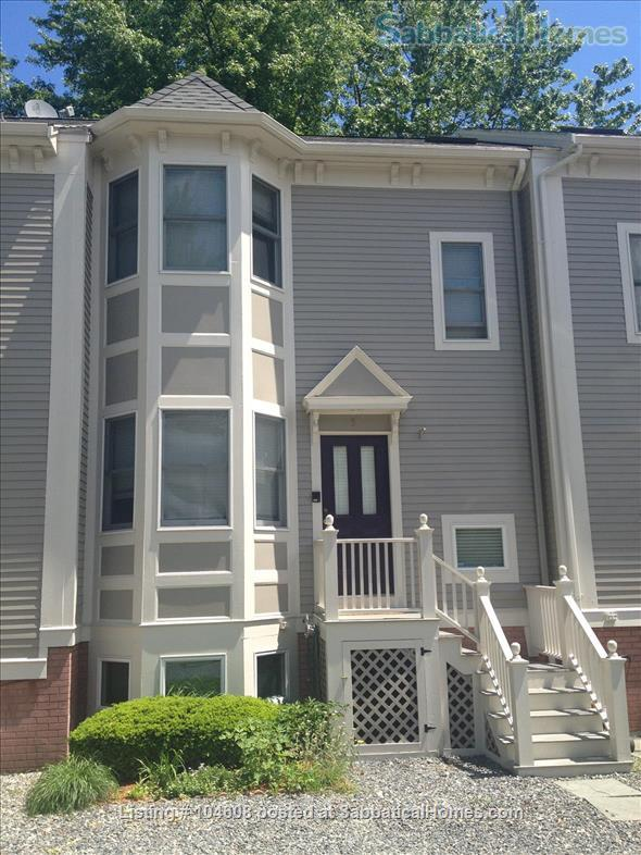 PERFECT TOWN HOUSE WALKING DISTANCE FROM HARVARD AND MIT Home Rental in Somerville, Massachusetts, United States 1