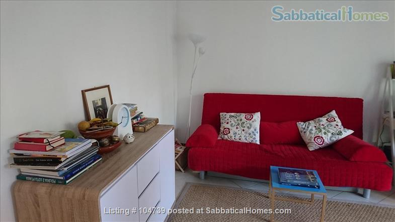 BRIGHT  AND QUIET  60 sq m    PARISIAN   FLAT  with  a  8 metre   BALCONY   overlooking a residential garden for up to 4 people                                                                                  Home Exchange in Paris 2