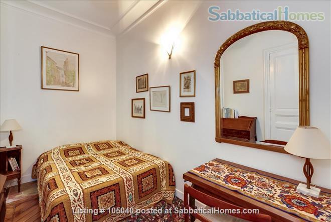 2 bdrm. renovated, 6E, 4 people, first floor, very quiet. Home Rental in Paris, Île-de-France, France 5