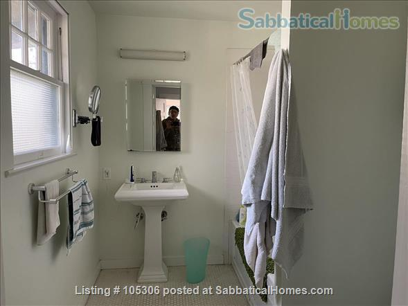 Beautiful 2 Bedroom 1920s Craftsman House Home Rental in Austin, Texas, United States 9