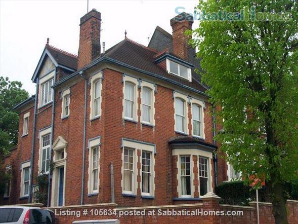 Lovely,  large, light 2-bedroom, 2-bathroom apartment on a leafy street in  the charming Crouch End area of London Home Rental in London 1