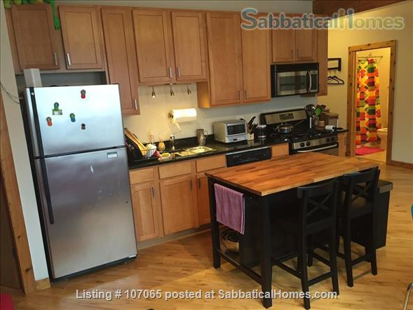 Hyde Park (52nd/Kimbark)  Fully-Furnished 2.5 Bdrm,  Home Rental in Chicago, Illinois, United States 2