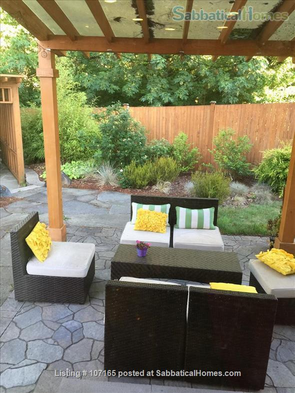 Come HOME to worldly friends! Huge Master Suite in upscale neighborhood home! Home Rental in Brier, Washington, United States 3