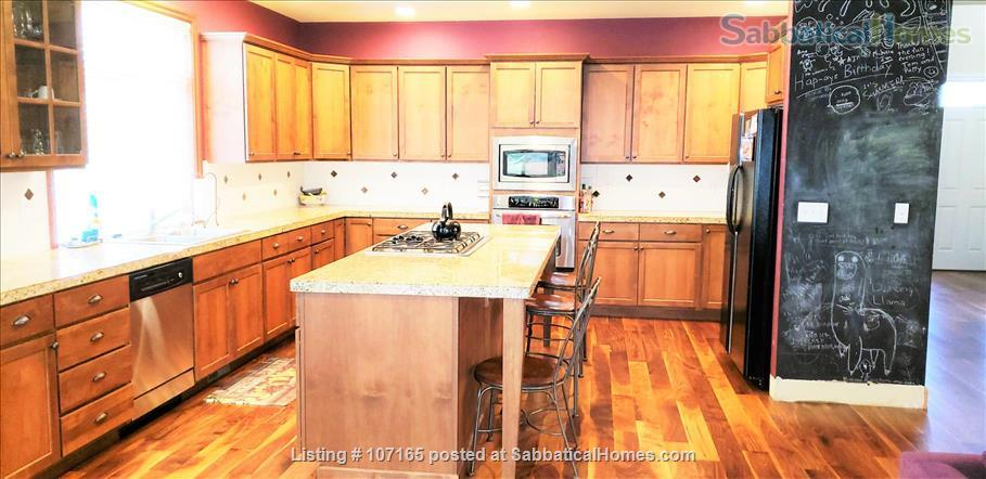 Come HOME to worldly friends! Huge Master Suite in upscale neighborhood home! Home Rental in Brier, Washington, United States 4
