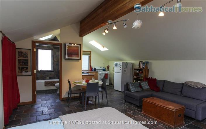 Quiet, furnished private carriage house studio apt. w/flexible start  & stop date Home Rental in Ann Arbor, Michigan, United States 5