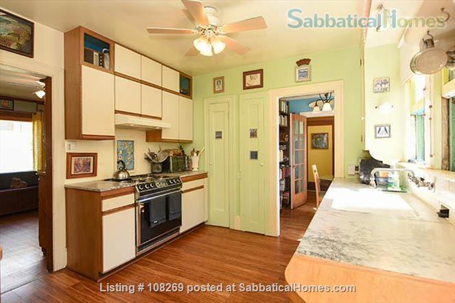 J2 Lovely, Sunny Room, 3 Blocks BART Home Rental in Berkeley, California, United States 3