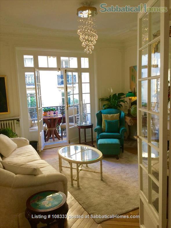 """PARISIAN ELEGANCE, UPSCALE FLAT """"BON STANDING"""", 2 bedroom, (1000 Square feet) Home Rental in Paris, Île-de-France, France 0"""