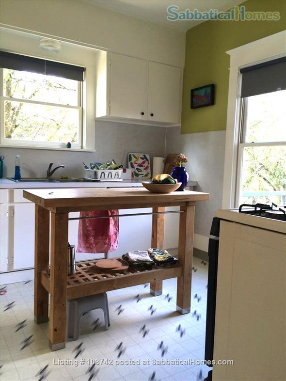 Furnished 2 bd apartment (1300ft2), utilities incl, close-in SE Home Rental in Portland, Oregon, United States 7