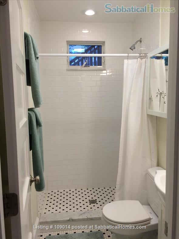 Spacious 2 BR 2BA w/deck on quiet street, steps to Harvard, shops & restaurants. Short or long term.     Home Rental in Cambridge, Massachusetts, United States 4