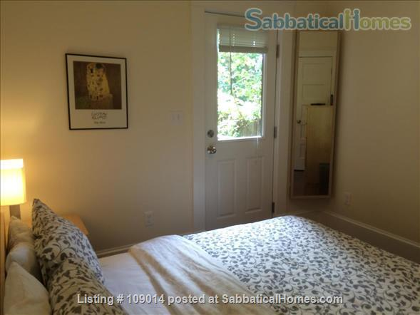 Spacious 2 BR 2BA w/deck on quiet street, steps to Harvard, shops & restaurants. Short or long term.     Home Rental in Cambridge, Massachusetts, United States 5