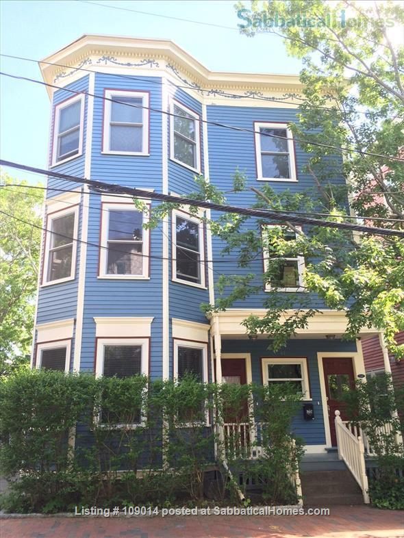 Spacious 2 BR 2BA w/deck on quiet street, steps to Harvard, shops & restaurants. Short or long term.     Home Rental in Cambridge, Massachusetts, United States 8
