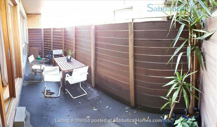 2-bedroom apartment with courtyard near beach and central Melbourne, Australia Home Rental in Elwood 3 - thumbnail
