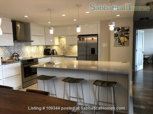Lovely condo adjacent to False Creek and Granville Island Home Rental in Vancouver, British Columbia, Canada 1
