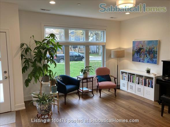 Elegant, New Modern Home in Evanston Home Rental in Evanston, Illinois, United States 3