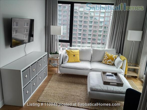 Montreal downtown! New Condo- Central to all MCGILL MUHC locations, *Ideal location* Atwater and St.Catherine Home Rental in Montréal, Québec, Canada 1