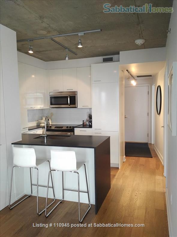Montreal downtown! New Condo- Central to all MCGILL MUHC locations, *Ideal location* Atwater and St.Catherine Home Rental in Montréal, Québec, Canada 4