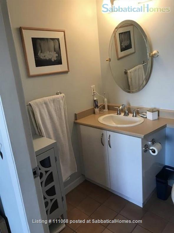Beautiful Kitsilano apartment. Pet friendly. Great location near the beach, mountain views Home Exchange in Vancouver, British Columbia, Canada 6