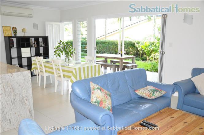 Modern 3 Bedroom Unit, Patio, leafy Yard, Pool Home Rental in South Brisbane, QLD, Australia 1