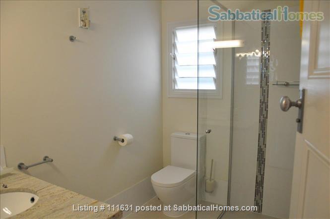 Modern 3 Bedroom Unit, Patio, leafy Yard, Pool Home Rental in South Brisbane, QLD, Australia 6