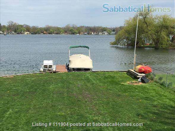 Ann Arbor area beautiful lakefront home with 2 kayaks Home Rental in Whitmore Lake, Michigan, United States 2