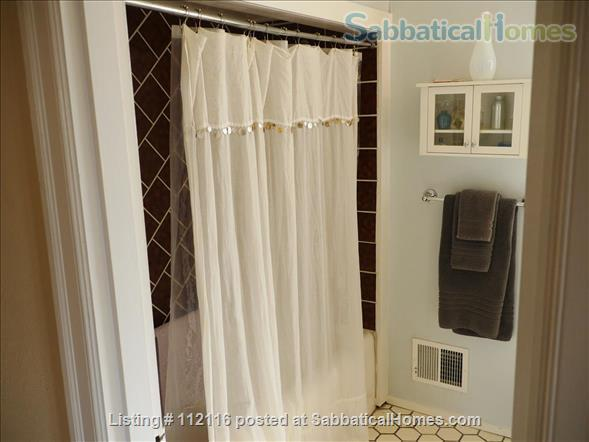 Beautiful furnished two bedroom/two bath house with great bay views includes utilities, cable and more Home Rental in Oakland, California, United States 9