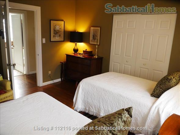 Beautiful furnished two bedroom/two bath house with great bay views includes utilities, cable and more Home Rental in Oakland, California, United States 5