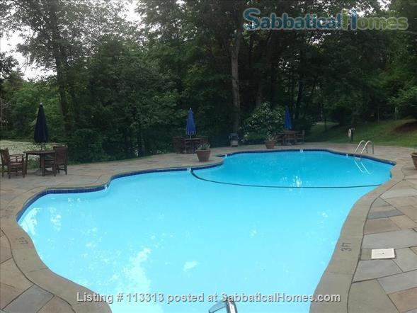 Fully-Furnished Townhouse in Spring Glen, Hamden - within the Spring Glen School District, mins from  Yale University Home Rental in Hamden, Connecticut, United States 9