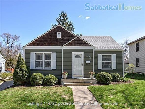 Adorable ranch bungalow just steps from Allmendinger Park and UM Stadium. Home Rental in Ann Arbor, Michigan, United States 1