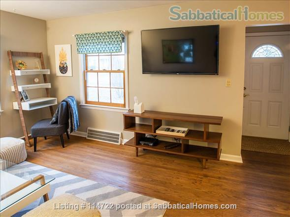 Adorable ranch bungalow just steps from Allmendinger Park and UM Stadium. Home Rental in Ann Arbor, Michigan, United States 2