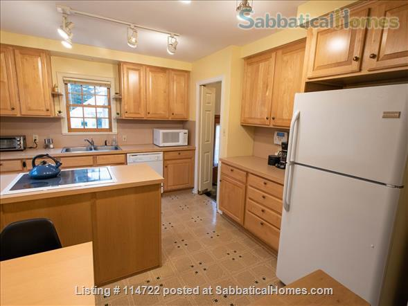Adorable ranch bungalow just steps from Allmendinger Park and UM Stadium. Home Rental in Ann Arbor, Michigan, United States 3