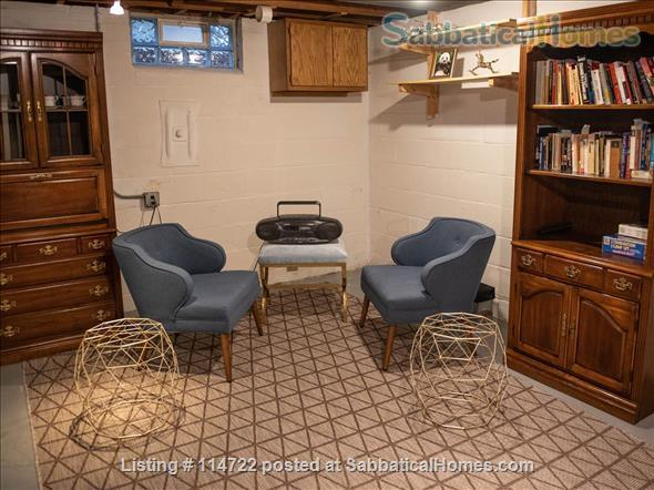 Adorable ranch bungalow just steps from Allmendinger Park and UM Stadium. Home Rental in Ann Arbor, Michigan, United States 7