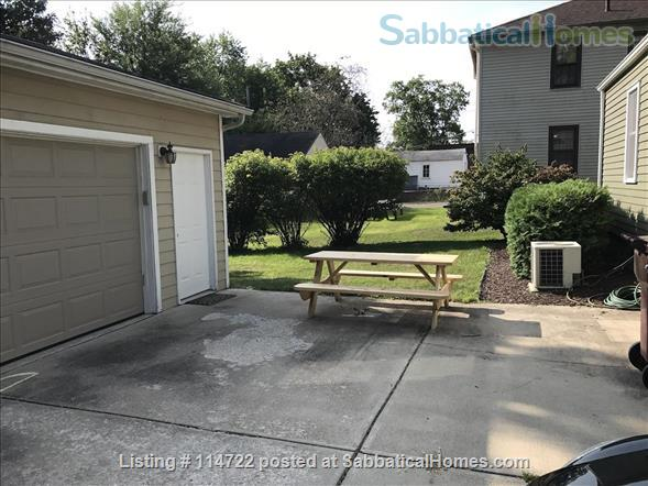 Adorable ranch bungalow just steps from Allmendinger Park and UM Stadium. Home Rental in Ann Arbor, Michigan, United States 8