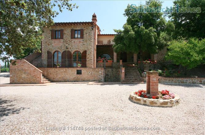 Country House with Pool on Tuscany/Umbria Border near Perugia Home Rental in Provincia di Perugia, Umbria, Italy 0
