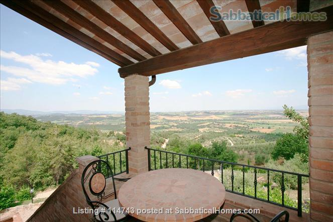 Country House with Pool on Tuscany/Umbria Border near Perugia Home Rental in Provincia di Perugia, Umbria, Italy 2