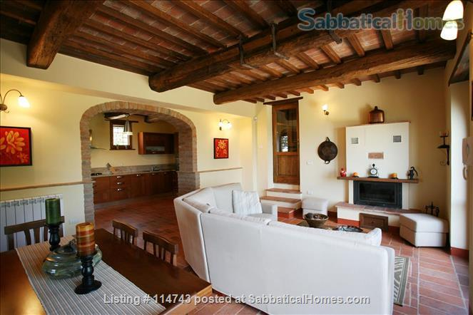 Country House with Pool on Tuscany/Umbria Border near Perugia Home Rental in Provincia di Perugia, Umbria, Italy 4