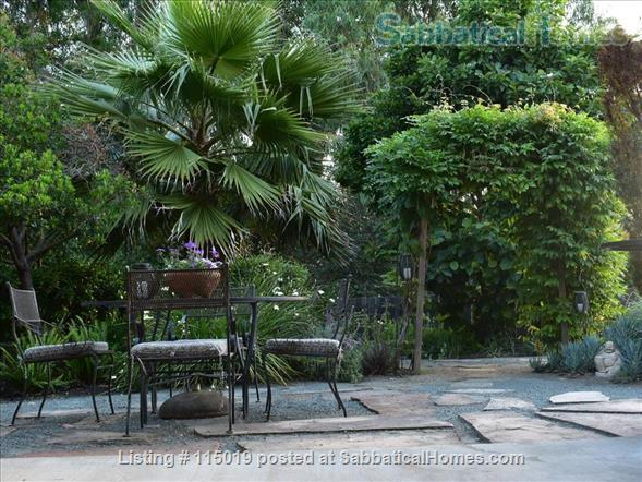 Charming Garden Studio Home Rental in Oakland, California, United States 3