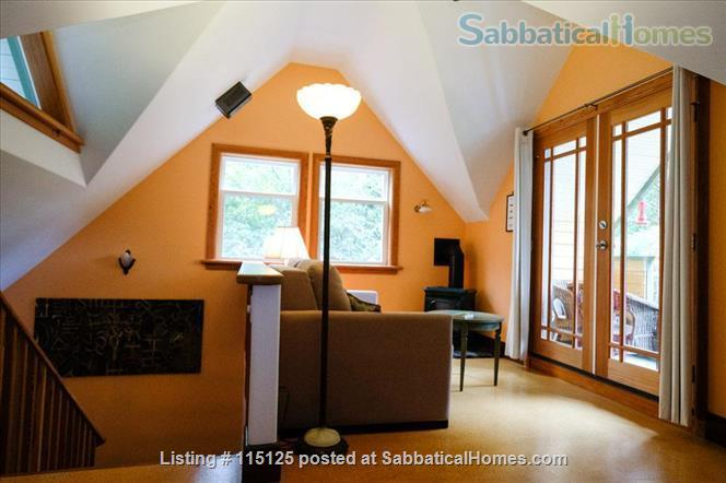 Private, comfortable furnished home on lake Home Rental in Victoria, British Columbia, Canada 3
