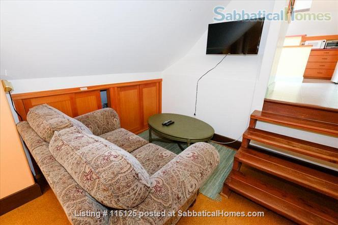 Private, comfortable furnished home on lake Home Rental in Victoria, British Columbia, Canada 4
