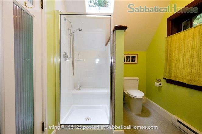 Private, comfortable furnished home on lake Home Rental in Victoria, British Columbia, Canada 7
