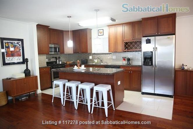 Beautifully renovated 2 bedroom, 2 bath home with open kitchen Home Rental in Oakland, California, United States 0