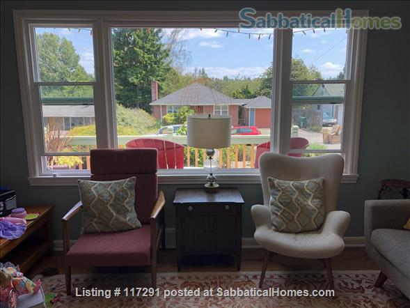 Energy efficient home in scenic Seattle neighborhood with easy access to parks, universities, and public transportation Home Rental in Seattle, Washington, United States 2